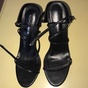 These are Fashionnova heels, size 10 in woman's.